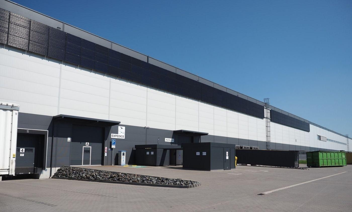 MALFINI (dříve ADLER Czech) má největší hybridní fotovoltaický systém s panely na fasádě v Ostravě, young4energy