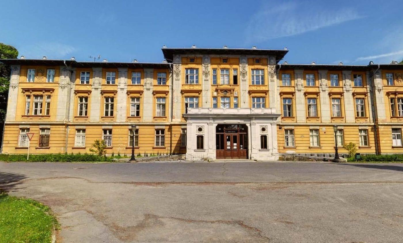 Snížení energetické náročnosti budov v areálu Slezská nemocnice Opava využitím OZE a KVET, young4energy